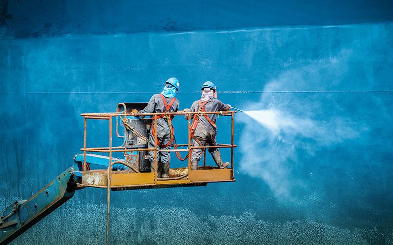 Réparation de bateau de croisière en cale sèche