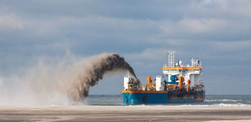 What types of vessels for professional use exist in maritime transport?